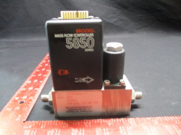 BROOKS INSTRUMENT 5850C MASS FLOW CONTROLLER RANGE:0-2000 SCCM GAS: N2 9101-S-93093/01