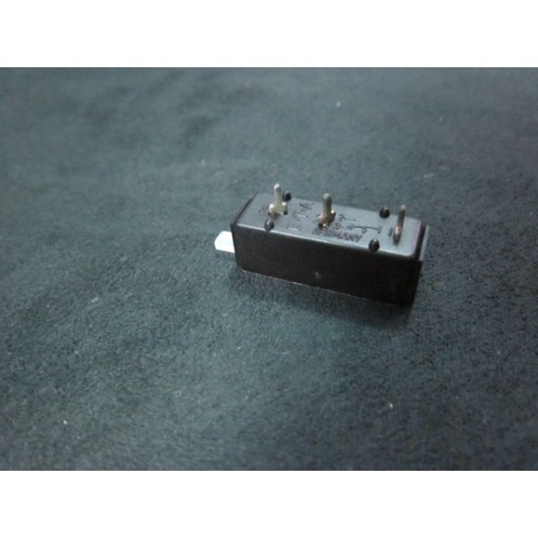 Applied Materials AMAT 0680-01936 Circuit Breaker THERM 1P 5A 240VAC MNL Reset PC MTG WHT AC250V